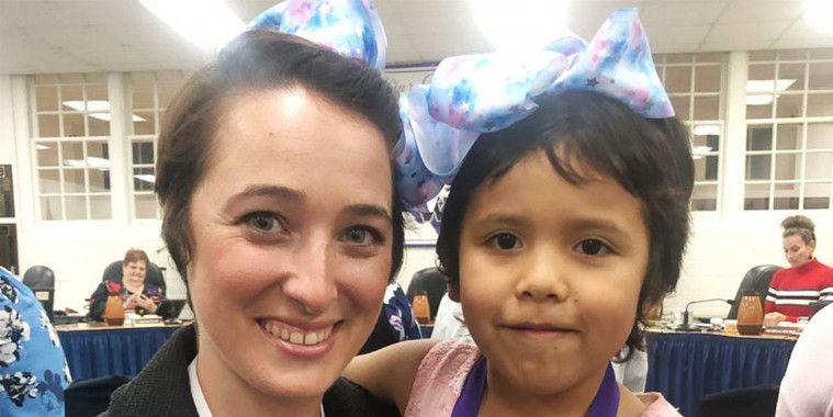 Guru Memotong Rambut Persis dengan Anak yang Dibully