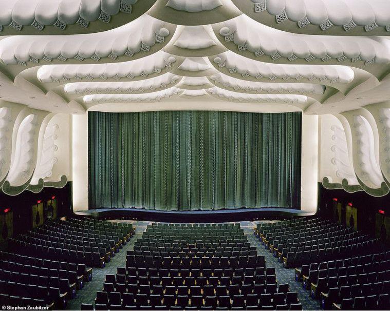 Keliling Dunia, Fotografer Perancis Abadikan Keindahan Gedung Bioskop | Keepo.me