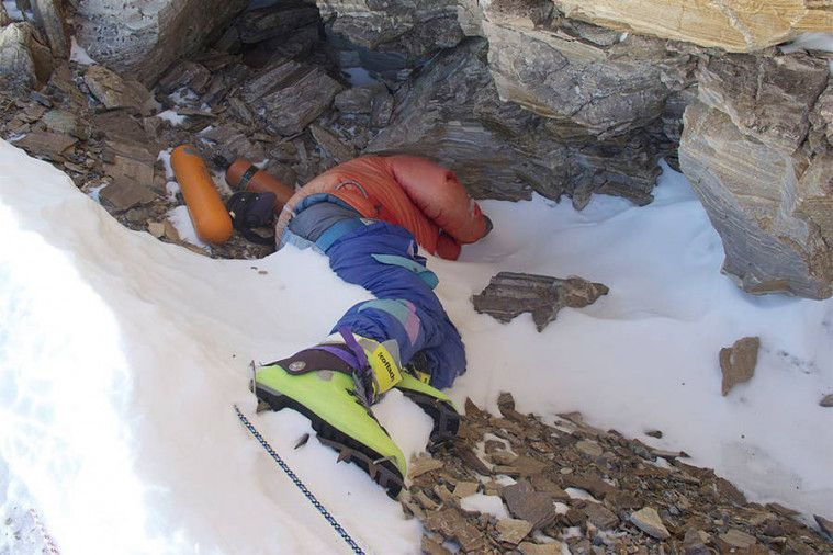 Es di Gunung Everest Mulai Mencair, Jasad Pendaki yang Hilang Mulai Bermunculan! | Keepo.me