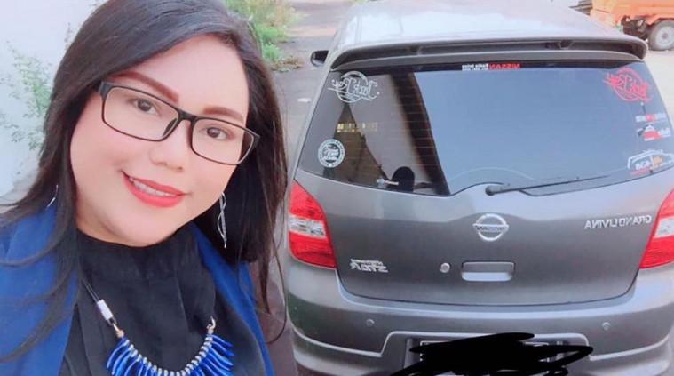 Wanita Ini Jual Mobil Ditambah Bonus Diri Sendiri, Jomblo Rapatkan Barisan