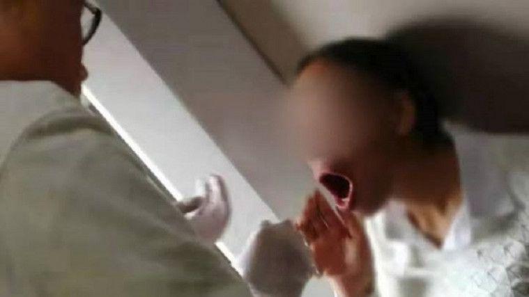Tertawa Terlalu Berlebihan, Wanita Ini Tidak Bisa Menutup Mulutnya Lagi | Keepo.me