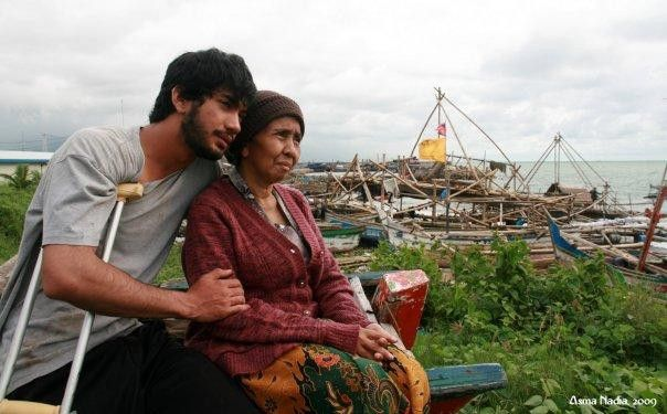 film Indonesia <a href='https://uzone.id/tag/ibu' alt='ibu' title='ibu'>ibu</a> dan <a href='https://uzone.id/tag/anak' alt='anak' title='anak'>anak</a> Emak Ingin Naik Haji (2009)