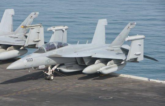 Pesawat Angkatan Laut Maerika Serikat.