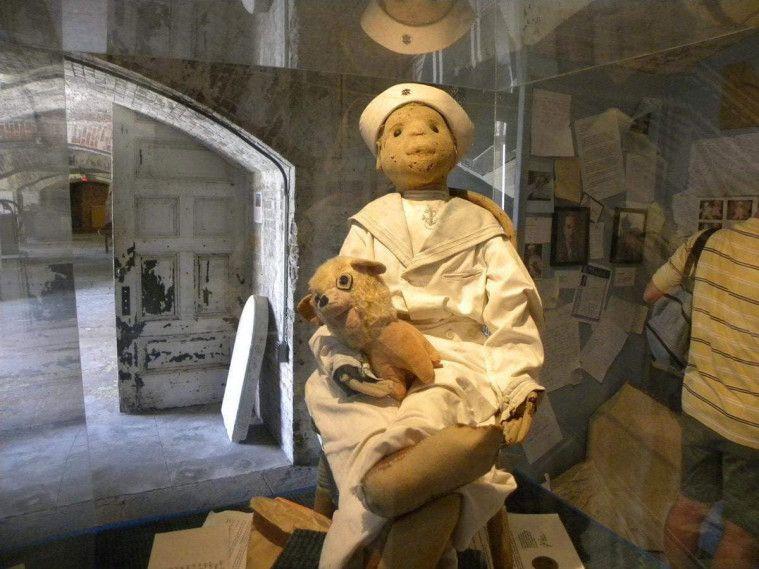 Inilah Kisah Mengerikan dari Boneka Setan, Robert the Doll!