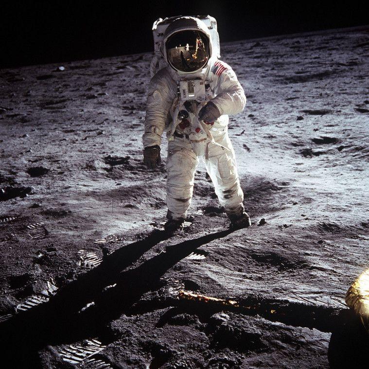 kotoran manusia di bulan