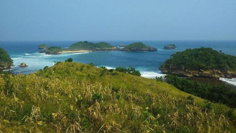 11 Tempat Wisata Pantai Di Blitar Paling Indah