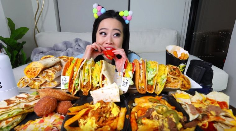 Ilustrasi gambar mukbang atau makan dalam jumlah yang banyak